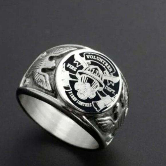Fire Fighters Polished Stainless Steel Emblem Signet Ring size 11